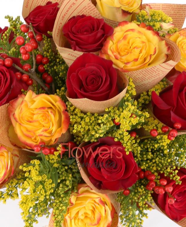 6 trandafiri galbeni, 9 trandafiri rosii, solidago, ilex