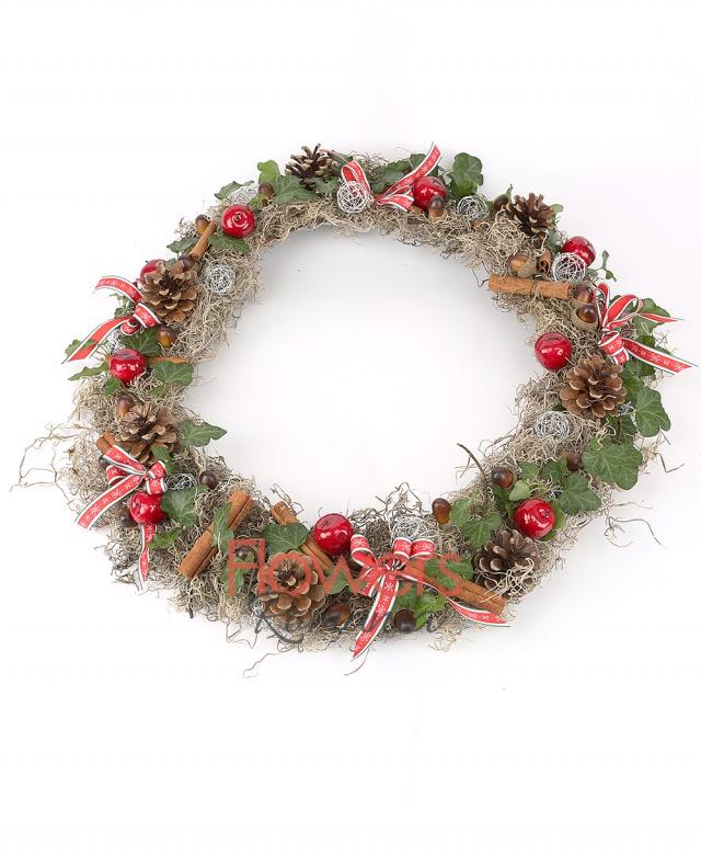 cinnamon, cones, apple decoration, globe, ribbons, acorns, ivy