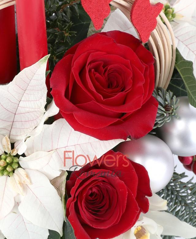2 poinsettia alba ,1 hypericum roșu, 2 cupe, orhidee alba, 2 trandafiri rosii 1 curly, vas ceramic