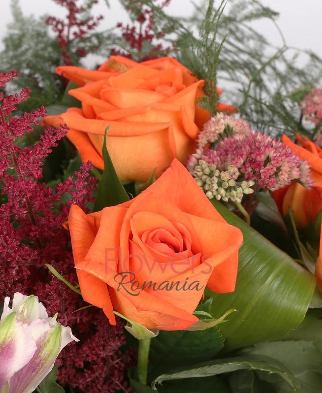 7 trandafiri portocalii, 3 trandafiri roz, 2 anthurium roz, 3 astilbe, 2 kalanchoe, 3 alstroemeria roz, 3 bovardia roz, eucalypt, asparagus