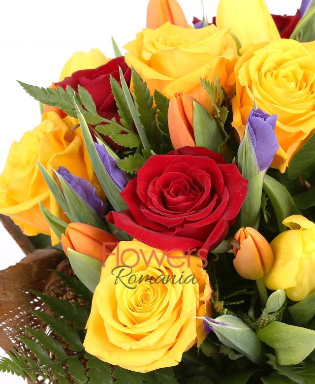5 trandafiri rosii, 7 trandafiri galbeni, 10 iris mov, 7 lalele portocalii, 7 lalele galbene, salal