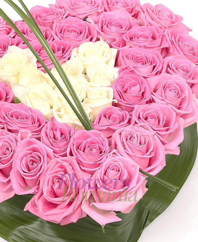 inima, 35 trandafiri roz, 10 trandafiri albi, aspidistra, beargrass
