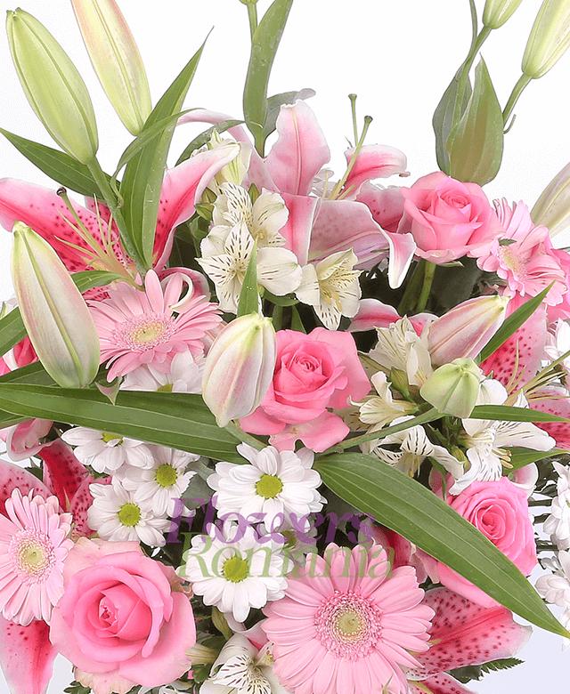 3 crini roz, 7 trandafiri roz, 5 gerbera roz, 4 crizanteme roz, 4 alstroemeria alba