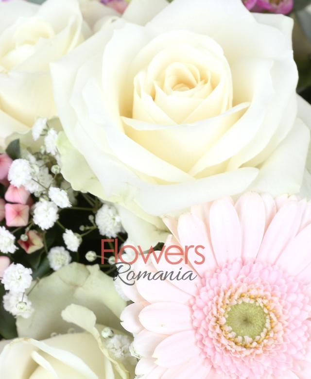 5 trandafiri albi, 5 gerbera roz, 2 lisianthus roz, 2 bouvardia, waxflower, gypsophila, eucalypt, aspidistra, salal