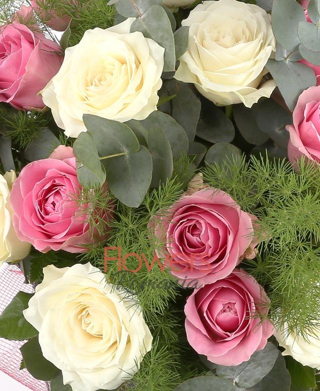 11 trandafiri crem, 10 trandafiri roz, eucalypt, asparagus, bergras