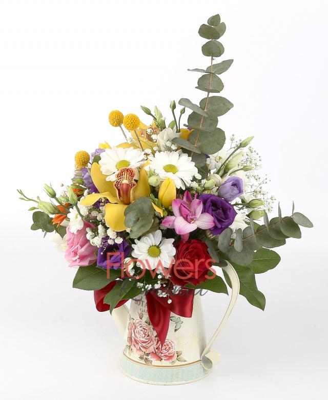 5 aqua roses, 4 purple lisianthus, 3 red hypericum, eucalyptus, foliage