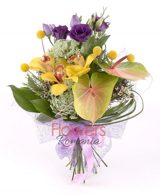 60 roses, 2 lilies, 1 alstroemeria, special floral sponge, foliage