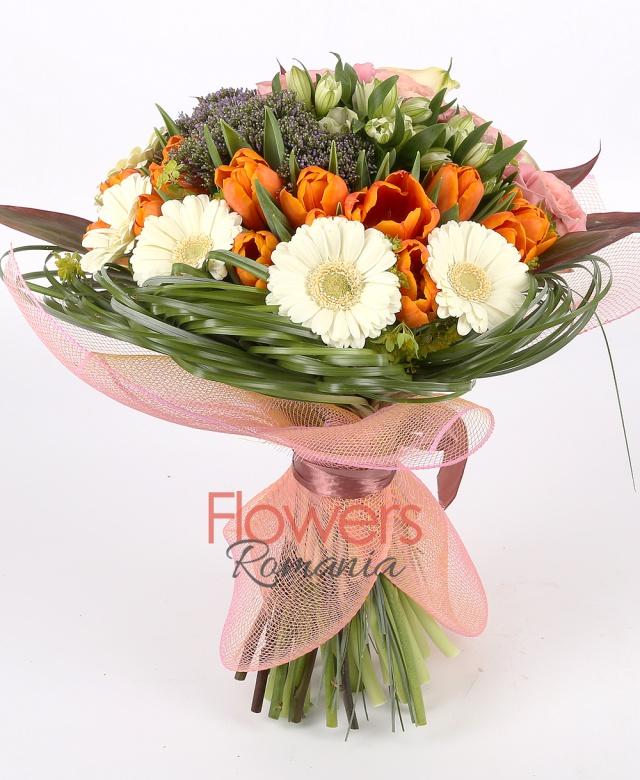 5 cala, 6 pink roses, 5 purple trachelium, 5 white alstroemeria, 4 white gerbera, 10 orange tulips, greenery