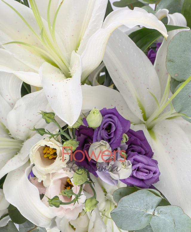 3 crini albi , 5 lisianthus alb, 5 lisianthus mov, 5 lisianthus roz, eucalypt