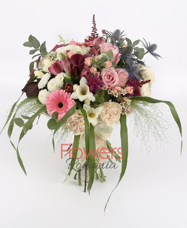 5 cream carnations, 3 pink roses, 2 red cala, 2 white santini, 2 pink gerbera, 3 pink miniroze, 3 red astilbe, 3 white astranția, 2 eryngium, 5 white freesias, 3 pink alstroemeria, greenery