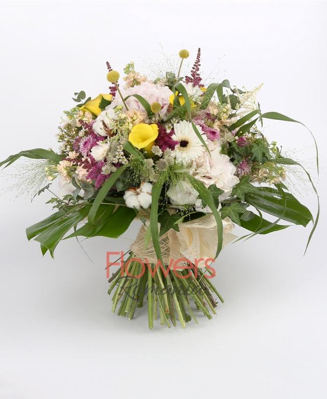 6 yellow cala, 3 hydrangeas, 7 matthiola, 3 white gerberas, 5 pink roses, 6 red astilbe, 5 white astilbe, 3 purple santini, 5 astranția