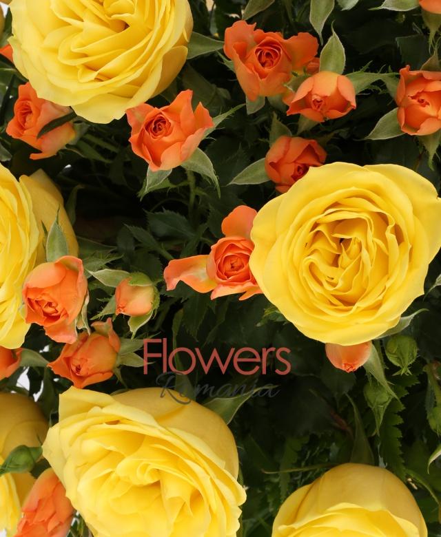 9 trandafiri galbeni, 7 miniroze portocalii, 3 eucalypt, 10 ferigă, 1 monstera