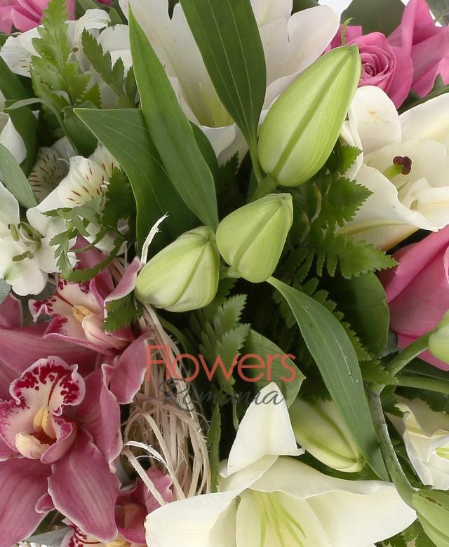 2 crin imperial alb, 7 trandafiri roz, 5 alstroemeria alba, 5 cupe orhidee roz, 5 eucalypt, 5 ferigă, cuib