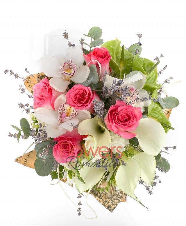5 roses, 5 white cala, 3 green anthuriums, white cymbidium, 5 white freesia, greenery