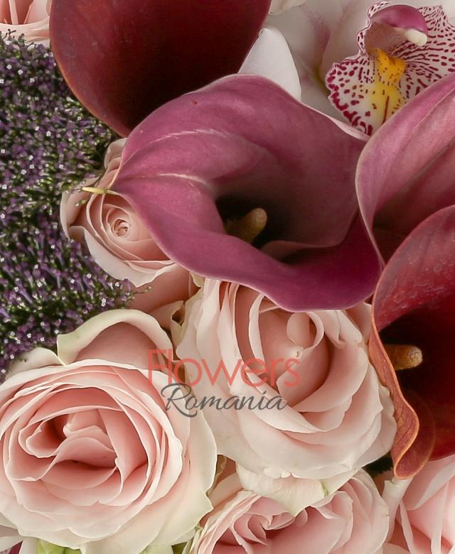 7 ornitogalum, 6 trahelium mov, 7 trandafiri roz, 5 bouvardia, 5 dalii, 7 cale mov, cymbidium, 1 legatura beargrass