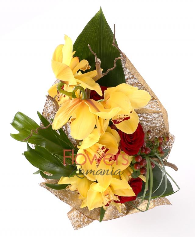 1 yellow cymbidium, 3 red roses, 3 red hypericum, 3 corylus, philodendron, greenery
