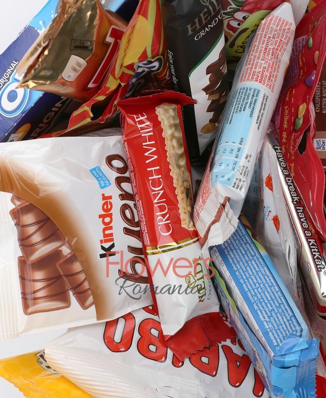 ciocolata ritter sport, kitkat, skittles, barni, toblerone negru, baton heidi grand'or, sugus, kinder bueno mini, biscuiți oreo, twix, m&m, bomboane gumate haribo primavera, kinder schoko bons, baton heidi white