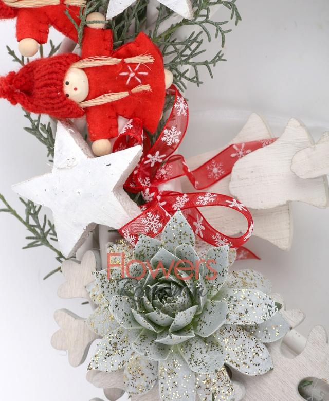 brad, glob, 2 figurine rosii, clopoței lemn, steluțe lemn, 1 suculentă, coronița crengi