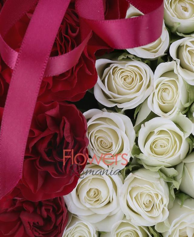 15 miniroze albe, 2 fire minigaroafe rosii, burete, cutie inima