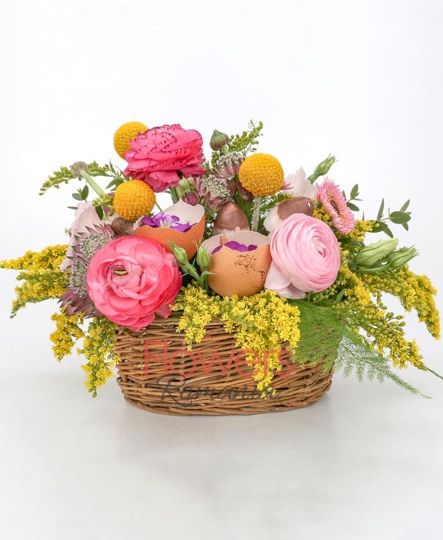 3 pink gerberas, 3 craspedia, 2 mathiolla, 3 pink ranunculus, 3 pink lisianthus, 3 solidago, 2 pink astranția, greenery