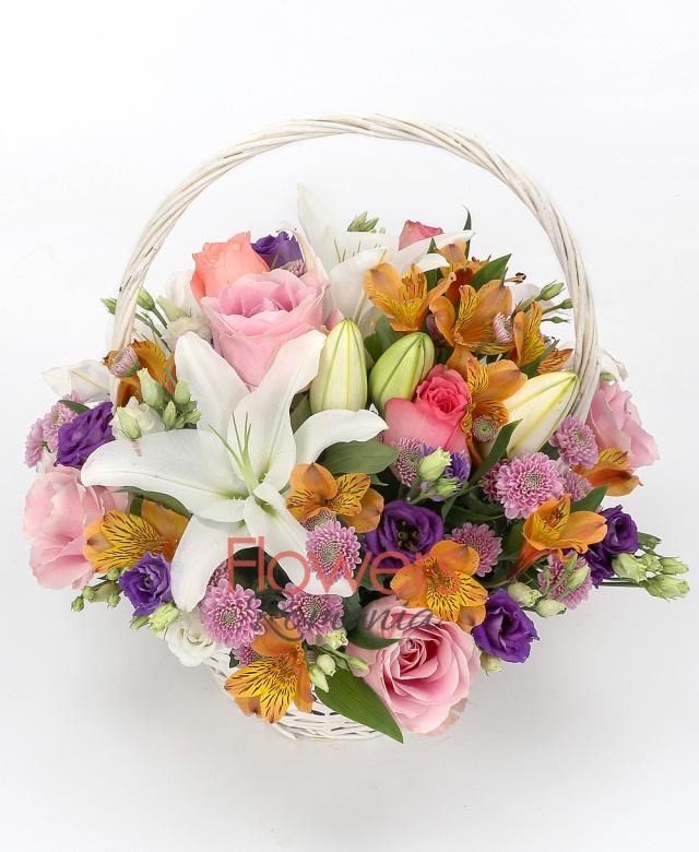 2 white lily, 3 roses, 4 pink roses, 4 orange alstroemeria, 5 pink santini,3 purple lisianthus, 3 white lisianthus, basket