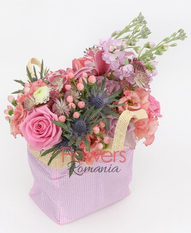 3 pink matthiola, 3 pink roses, 3 pink hypericum, 2 pink lisianthus, 1 eryngium, green carnation, 1 white santini, cymbidium, pink astranția