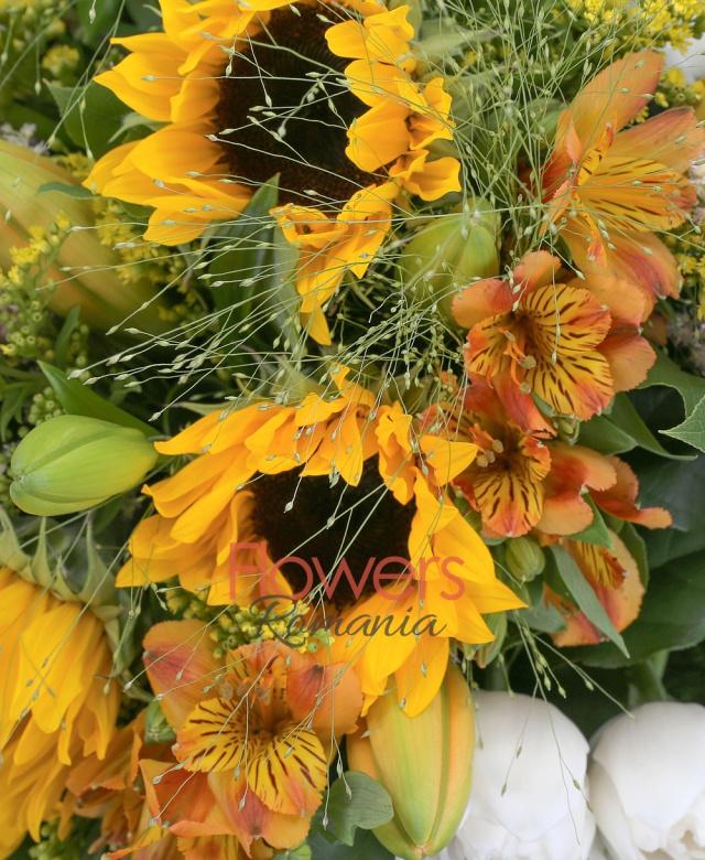 3 floarea soarelui, 10 lalele albe, 5 solidago, 7 alstroemeria portocalie, 5 snapdragon, 5 astilbe roz, 5 panicum, 3 crini portocalii, 5 trandafiri albi, salal