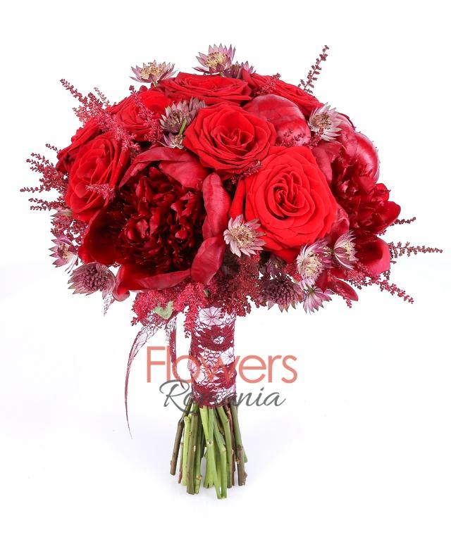 10 greens peonies, 9 red roses, 7 red astilbe, 10 red astranția