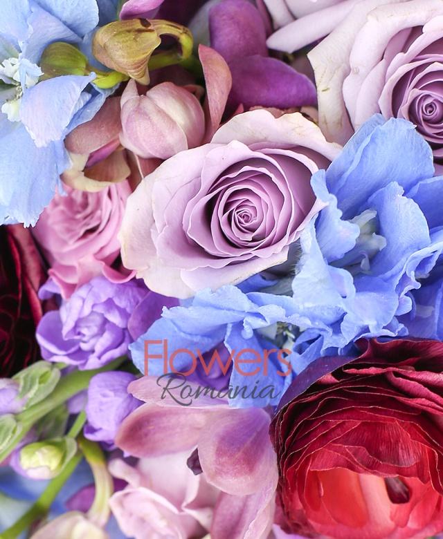 7 matthiola lila, 10 trandafiri mov, 10 trandafiri coolwater, 10 orhidee mokara mov, 5 delphinium bleo, 3 ranunculus grena