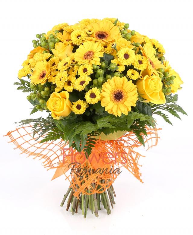 7 yellow roses, 6 yellow gerbera, 10 santini / yellow chrysanthemum 6 green hypericum