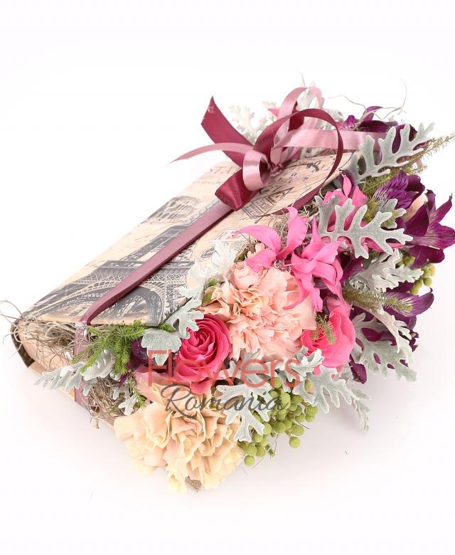 carte, 2 trandafiri roz, 3 garaofe banan, 3 alstroemeria mov, 3 brunia, 2 nerine, sticky, tillandsia